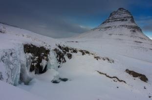 Mount Kirkjufell mit Wasserfall
